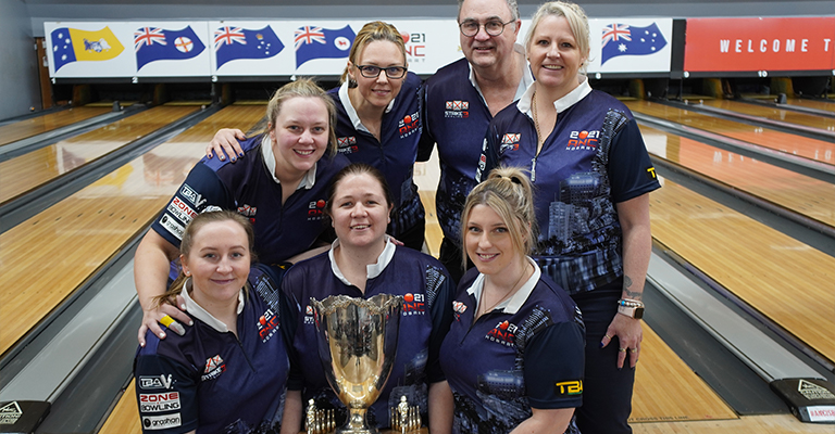Bec Whiting (middle - holding trophy) with VIC ANC 2021 Team members